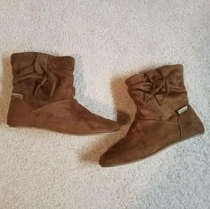 New BearPaw tan suede boots